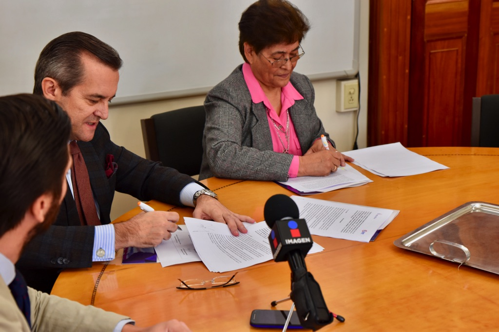 Signing of the agreement between both representatives