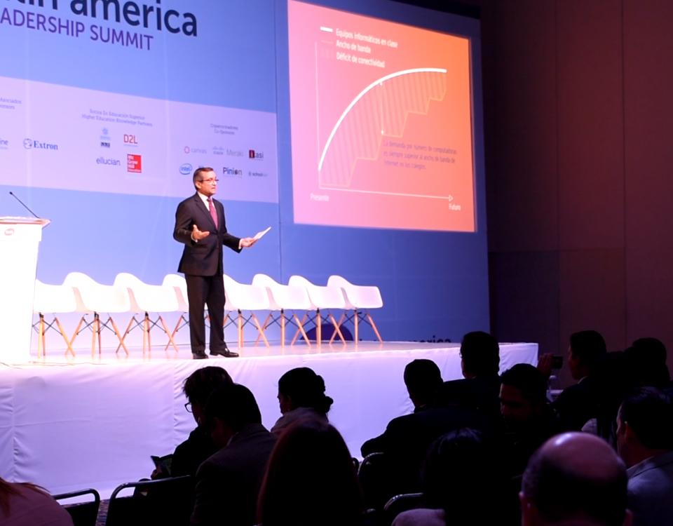 Miguel Ángel Temprano, CEO de Educaline ofrece la conferencia sobre educación y afronta las teorías que se arrojan con la realidad que encontramos en las aulas.